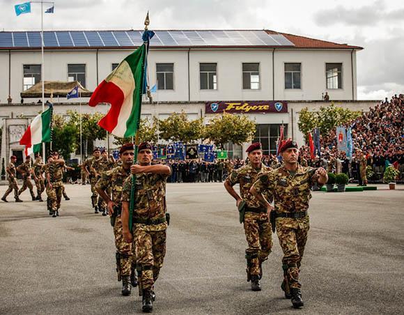 Pisa commemora i caduti della Folgore  quando Churchill si inchinò ai Leoni  italiani 38f6b3b2bdaf