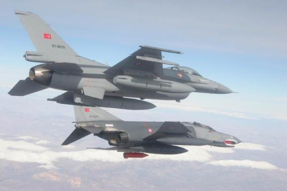 Turchia bombarda postazioni della milizia curda in Siria